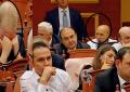 """22 orë Parlament, deputetët """"gjumë"""" në lokal (FOTO)"""