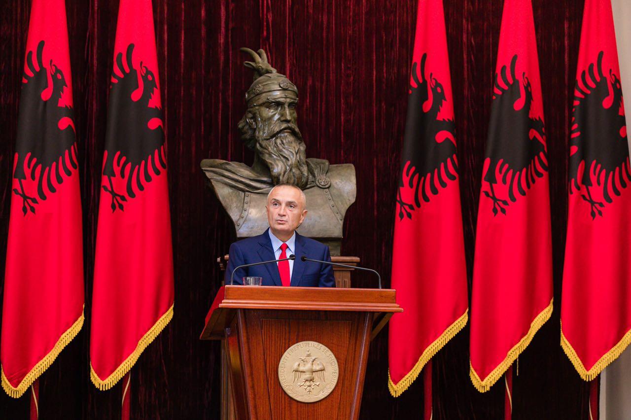 Presidenti ndërhyn në debatin për Skënderbeun: Është simboli i unitetit të kombit