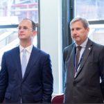 Bushati takon Hahn: Të zbatojmë angazhimet e Samitit të Triestes
