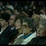 Kur Ansambli Kombëtar i Këngëve dhe Valleve nga Shqipëria mrekulloi publikun me koncertin e madh në vitin 1996 (VIDEO)