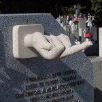 Babai i vdekur ua lë fëmijëve testament gishtin e mesëm (Foto)