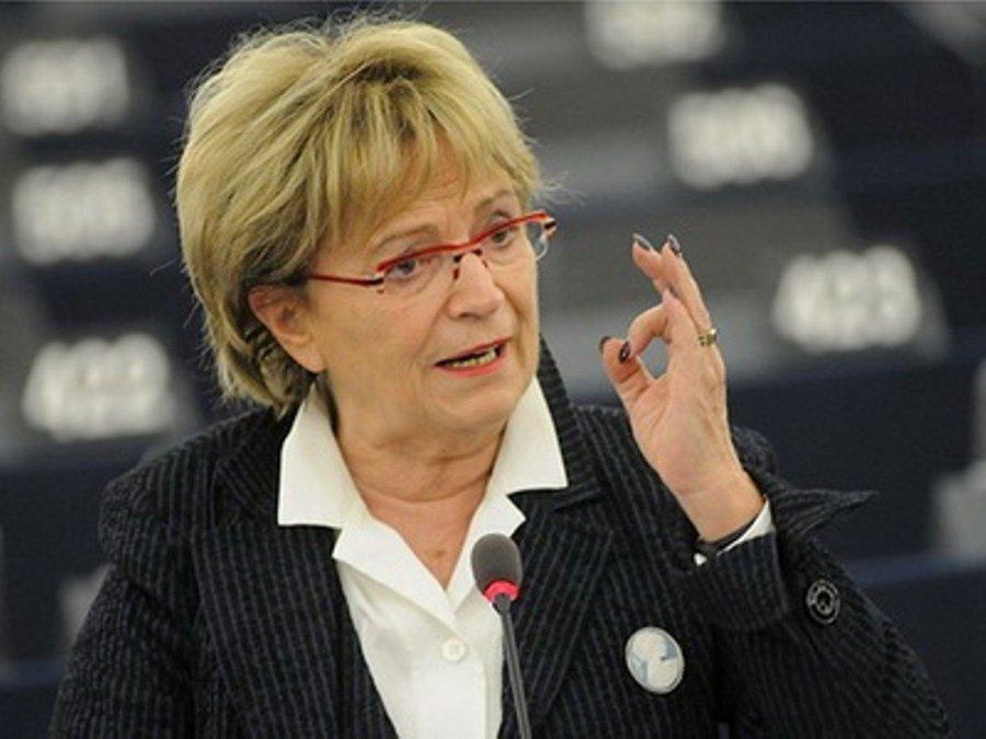 Doris Pack: Rama sulmon krahun e djathtë të Kancelares