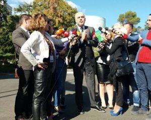 VIDEO/ Fyerje dhe sherr i pazakontë i Ramës me gazetarët