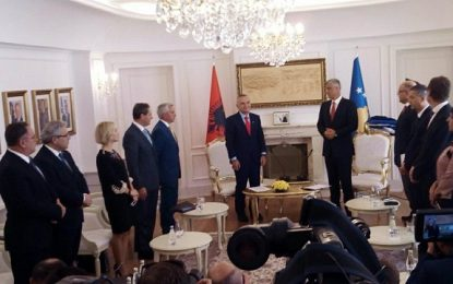 """Media ruse """"Sputnik"""" shkruan për Kosovën: Pse Prishtina kërkon pasaporta të Shqipërisë"""
