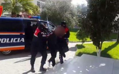 """VIDEO/ Prostituta me 50 euro nata dhe drogë, prangoset """"bosi"""" nga Durrësi"""