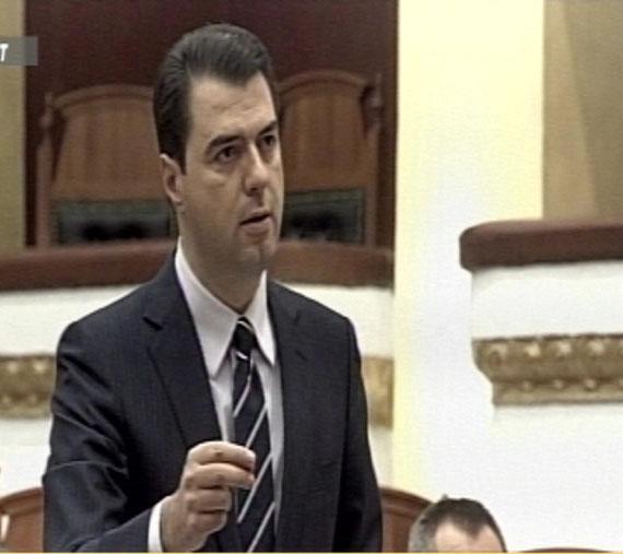 Seanca nis me përplasje, Basha-Ruçit: E keni kthyer parlamentin në tragjik, mos i vër kazmën