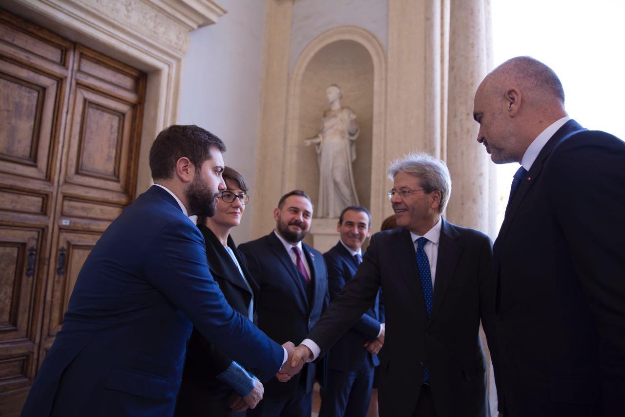 Kryeministri Rama takon në Romë homologun italian, Gentilonin