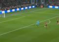 VIDEO/ Gafa e vitit. Sulmuesi i vetëm përballë portierit, e pabesueshme çfarë ndodh…
