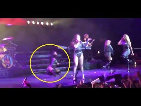 Këngëtarja rrëzohet në mes të skenës, e kthen në performancë perfekte