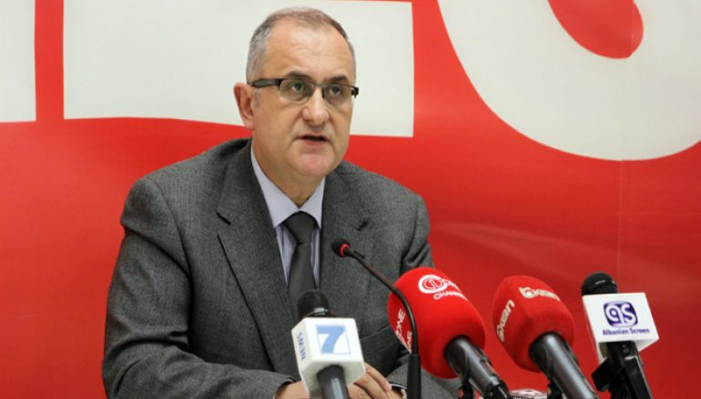 Vasili  Qeveria  shqeu  Kushtetutën dhe përçau vendin