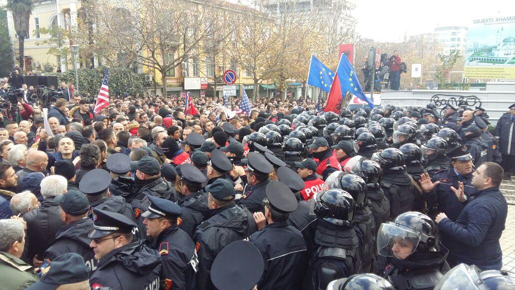 Policia arreston anëtarët  e LRI  Protestuan kundër Ramës