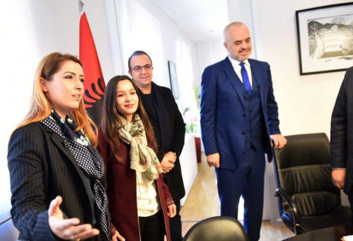 Kryeministri Rama emëron këshilltare vajzën e komunitetit rom, Eriglisen
