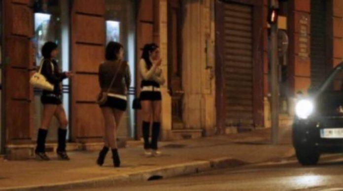 """""""Më paguaj ose më sill tre prostituta"""", arrestohet shqiptari që kërcënonte gruan italiane"""