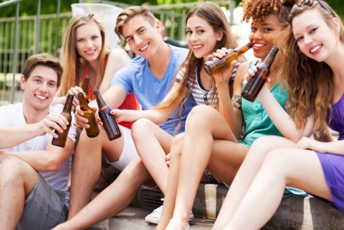 Pse adoleshentët nuk duhet të pijnë alkool?