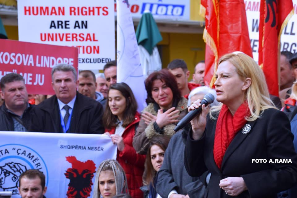 Protesta e çamëve,Mesila Doda thumbon dhe ironizon gazetat shqiptare