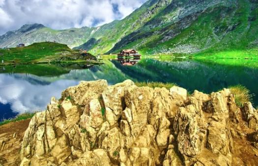 7 vende të mrekullueshme që ofrojnë pushime të lira | Gazeta