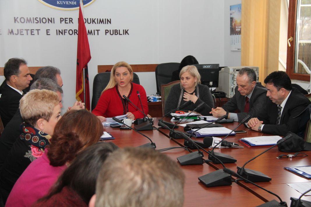 Kumbaro nuk shkon në komision për Teatrin  Vokshi  Do njoftoj Kryeministrin dhe Ambasadat