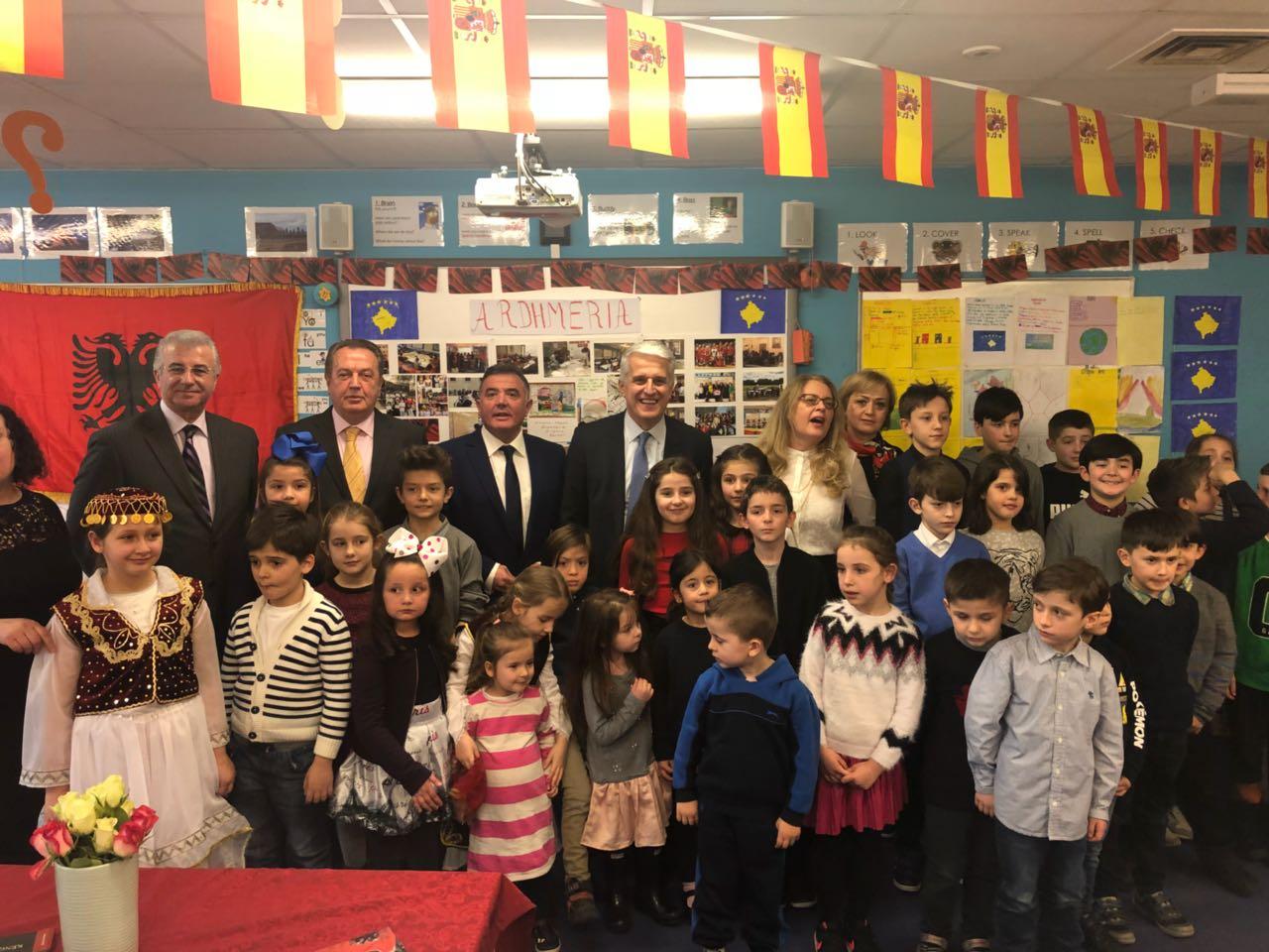 Majko pranë shqiptarëve të Londrës  Marrëdhënie të qëndrueshme me diasporën