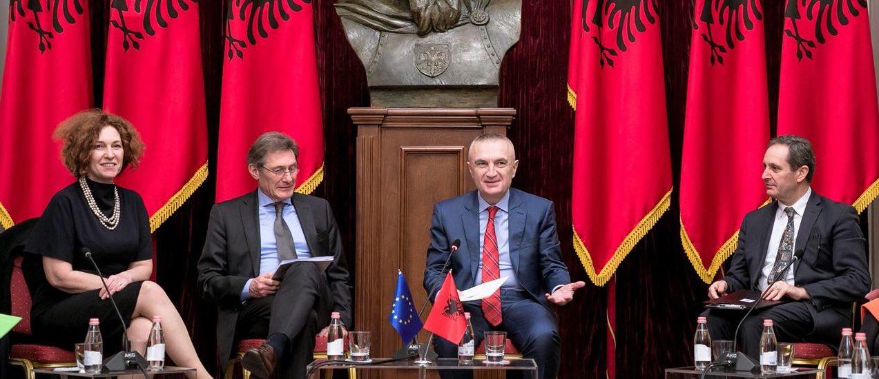 Presidenti Meta: Të hapen sa më parë negociatat e anëtarësimit me BE