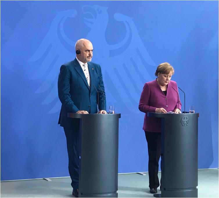 Merkel: Gjermania po mendohet për vendimin përfundimtar për statusin