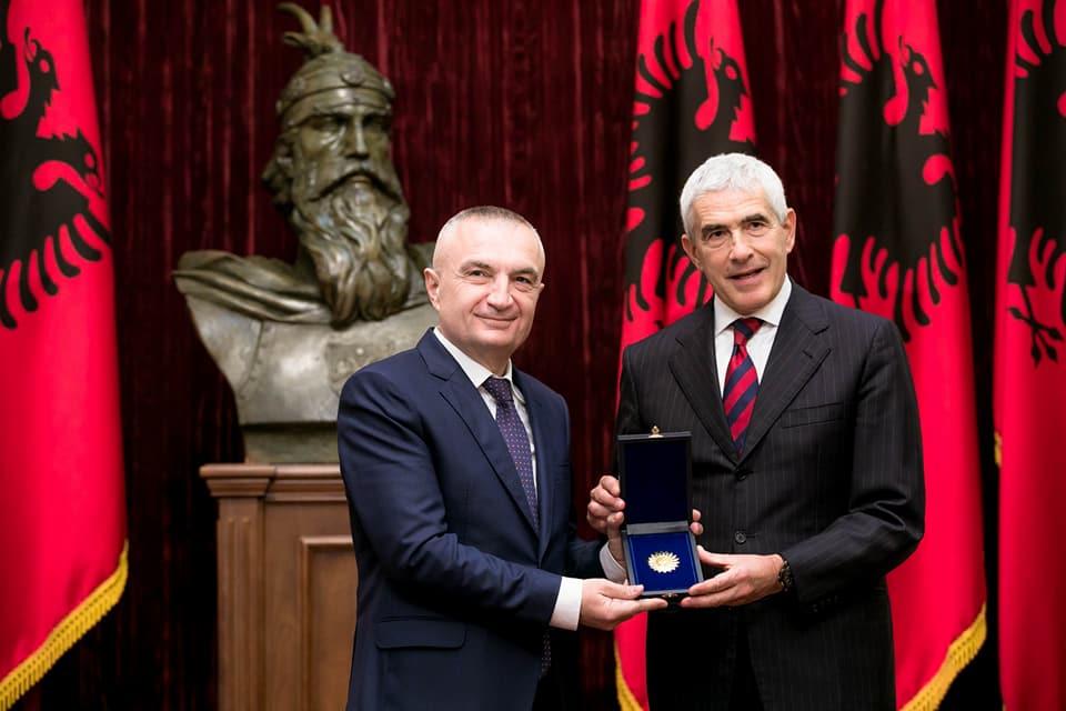 Presidenti Ilir Meta dekoron senatorin italian: Casini, mik i provuar i Shqipërisë