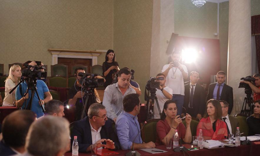 Debate në Komisionin e Medias. PS kërkon shkarkimin e Vokshit