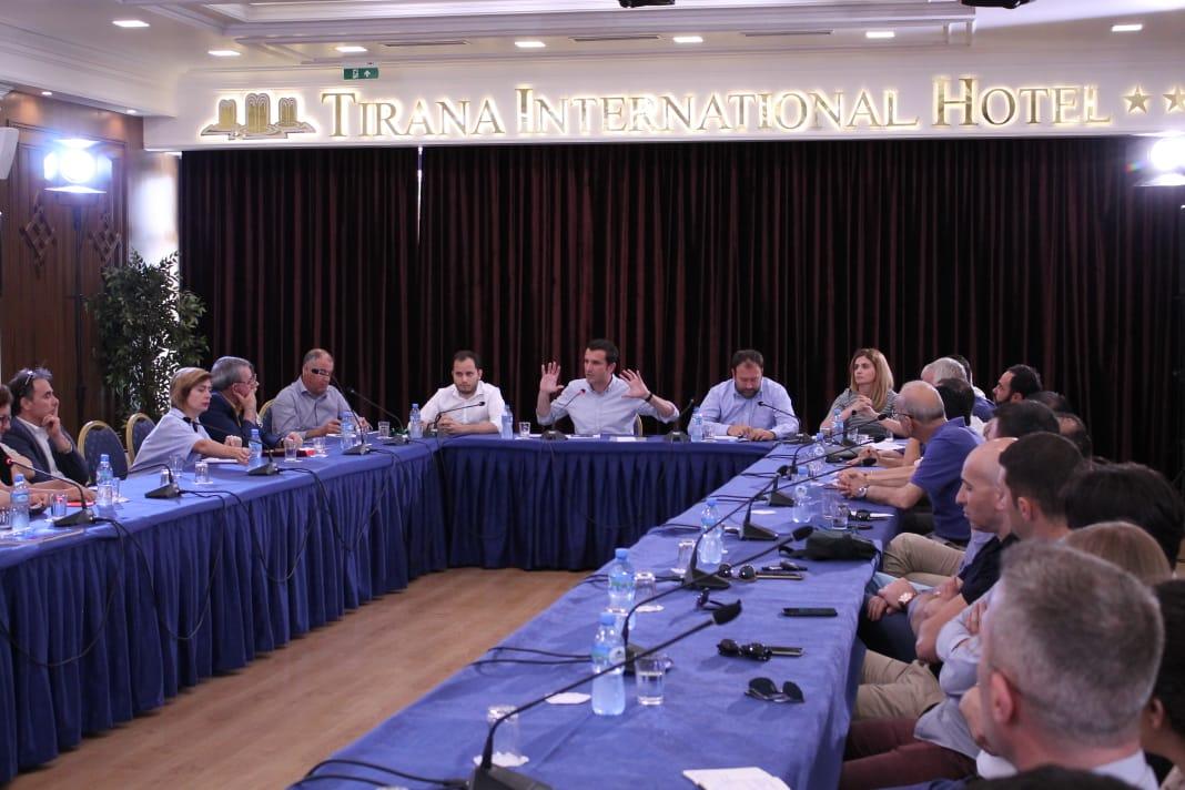 Dëgjesa e Veliajt me arkitektët: Të pezullohet puna në Teatrin Kombëtar