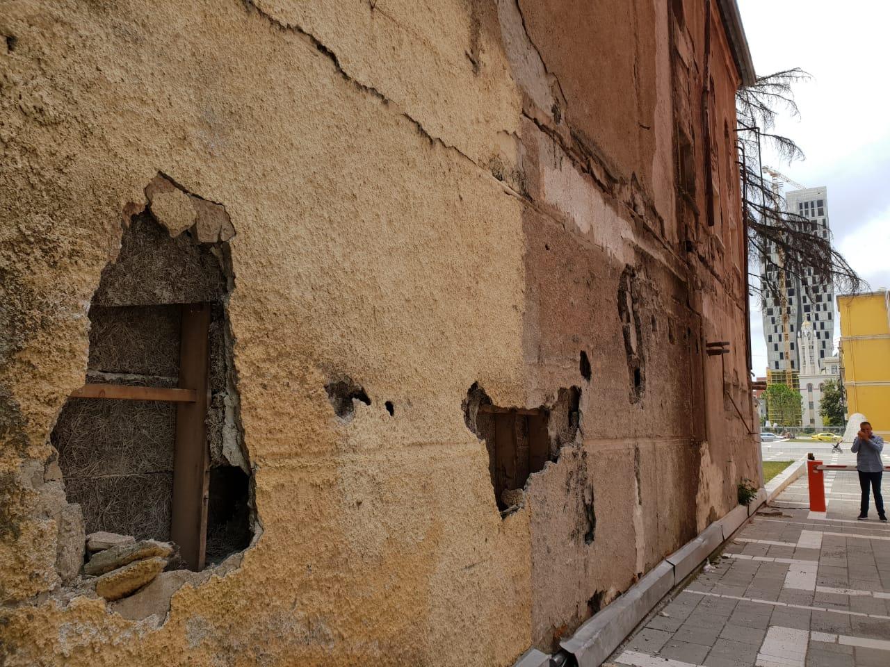 """""""Tërmet"""" te godina e Teatrit Kombëtar (FOTO/VIDEO)"""