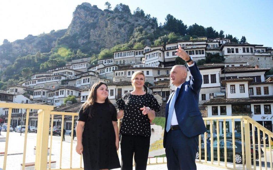 FOTO LAJM  Presidenti Meta dhe Presidentja kroate vizitojnë Beratin