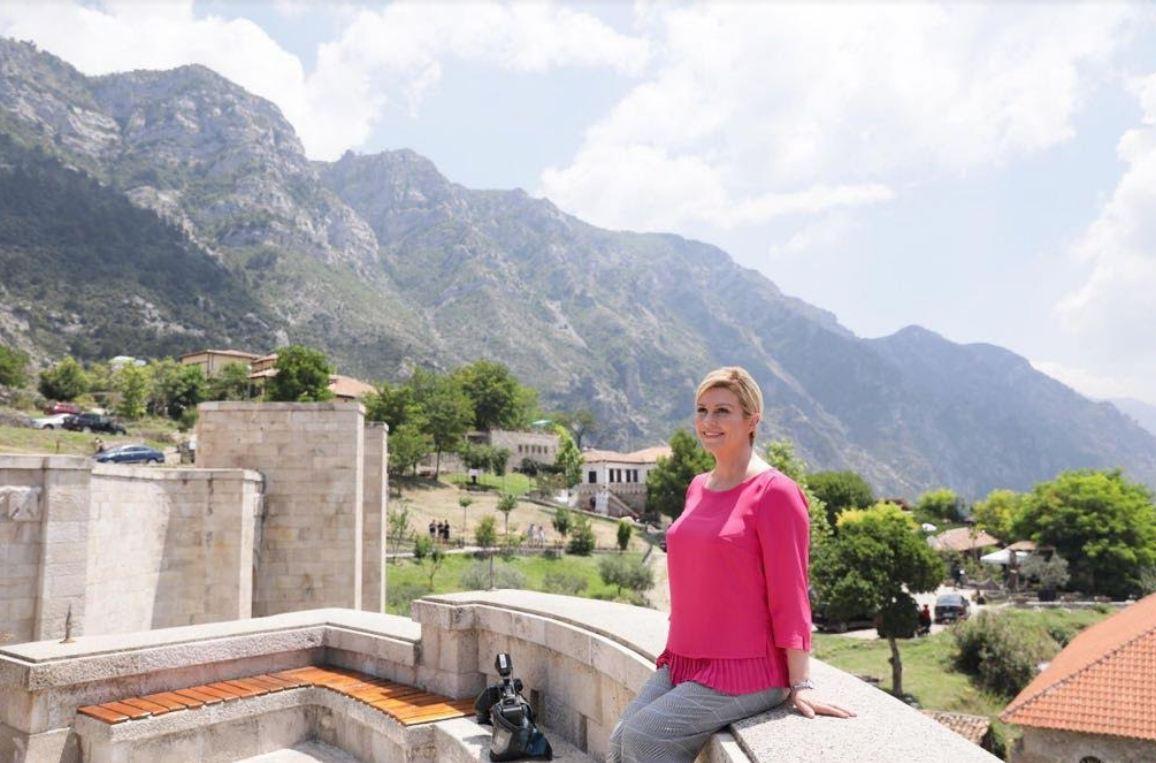 Heroina e Botërorit, presidentja kroate te Heroi ynë Kombëtar, Skënderbeu