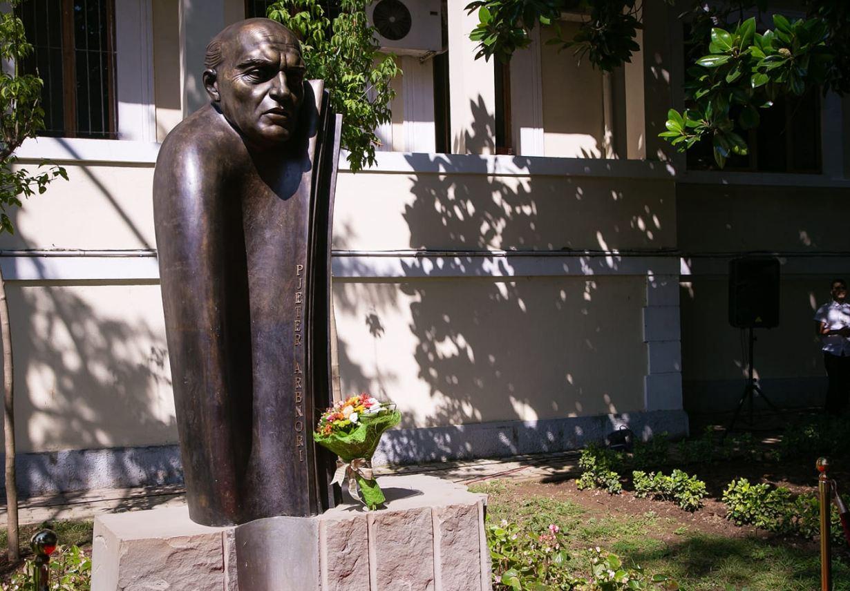 Basha  Mandela i Ballkanit u kthye në vendin ku i takon