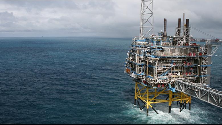 Pikëpyetjet e ministrit Damian Gjiknuri për anullimin e koncensionit të naftës në detin Jon
