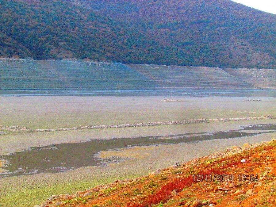 FOTO  Zbrazet liqeni i Fierzës  bëhuni gati për një dimër në terr