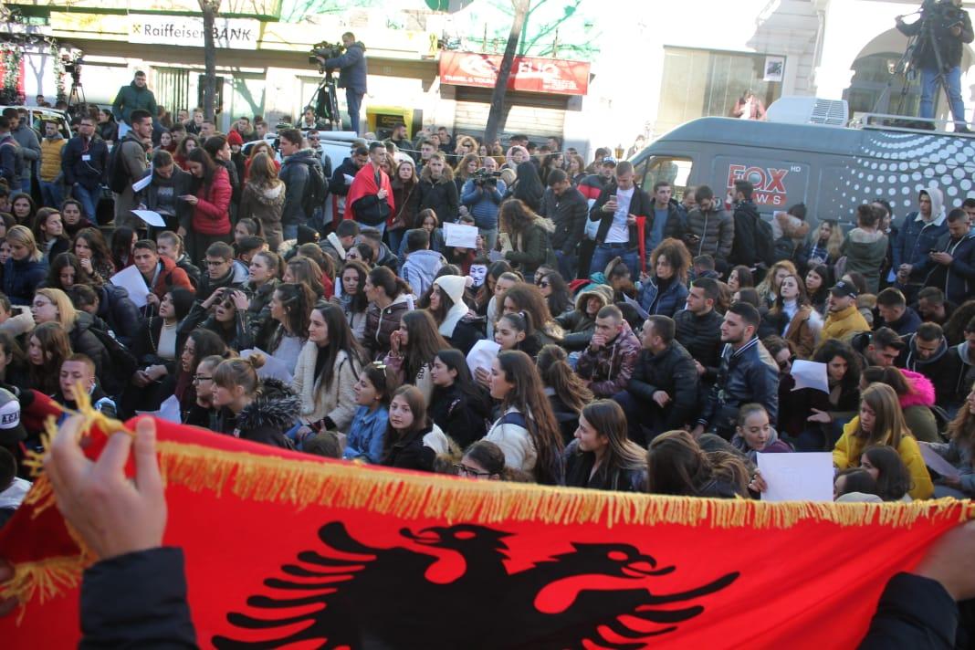 Fotografi madhështore nga protesta e studentëve në Tiranë në 8 ditë