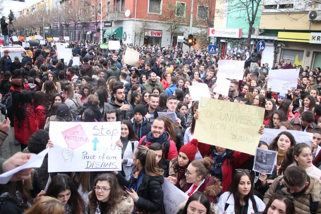 E hënë, datë 10 dhjetor, gjimnazet e Tiranës do të solidarizohen me studentët