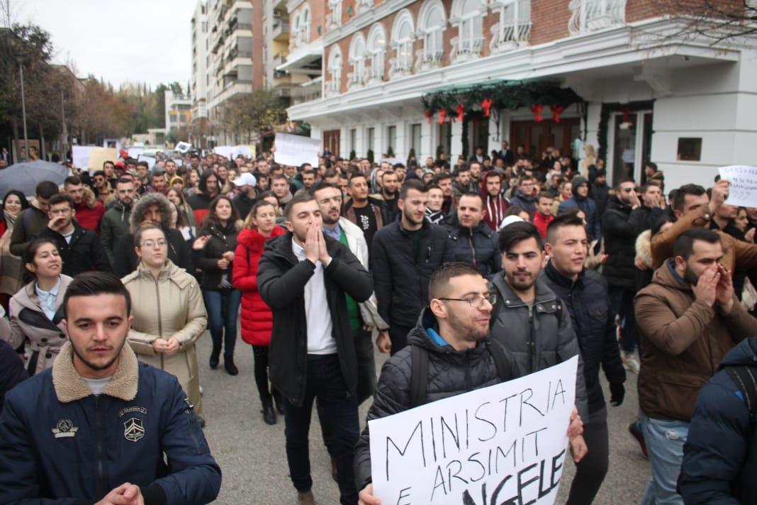 Tentativat e Qeverisë për të përçarë protestën e studentëve të Tiranës
