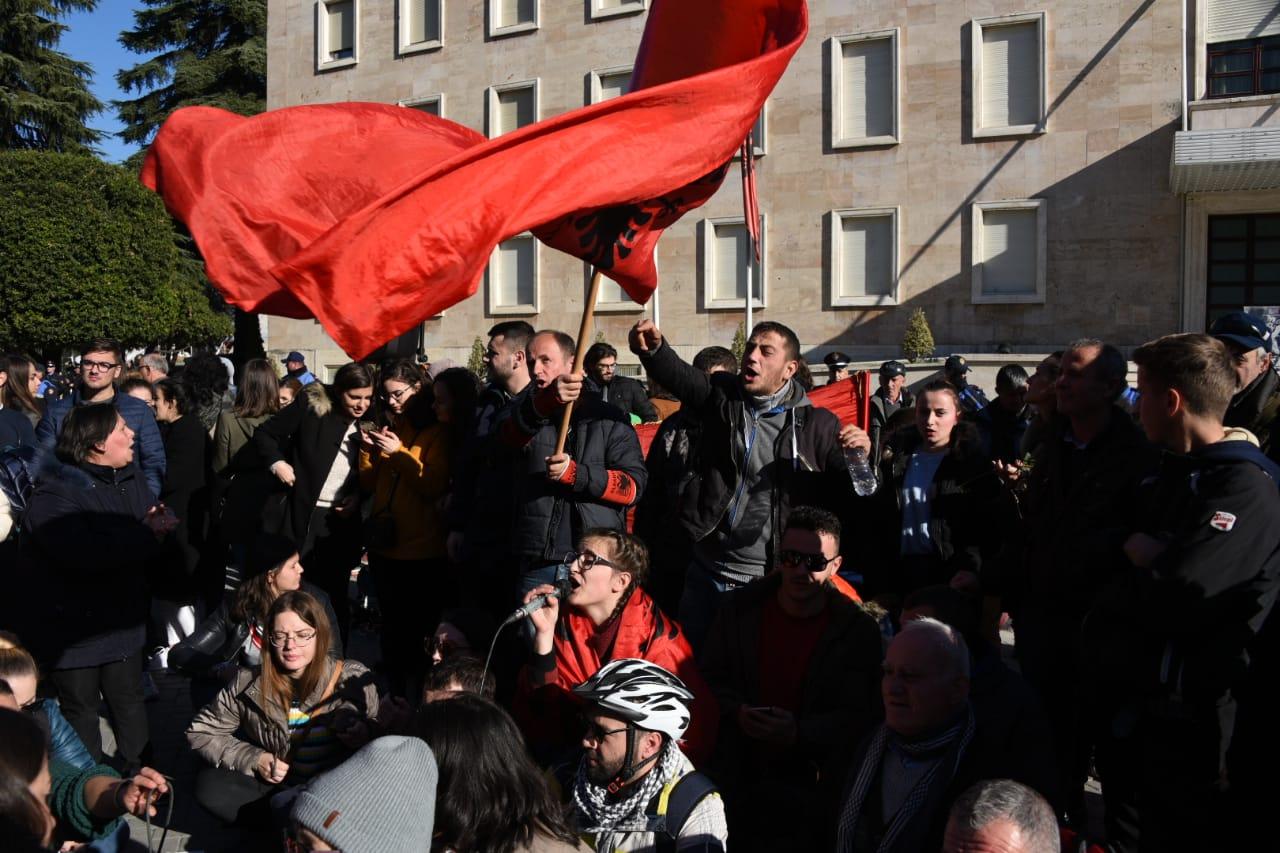 Sot studentët e protestës do dalin para Parlamentit