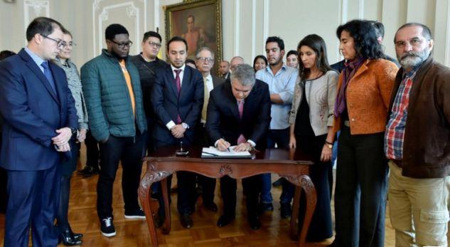 Studentët fitojnë betejën në Kolumbi, akordohen 1.42 miliardë dollarë për arsimin e lartë