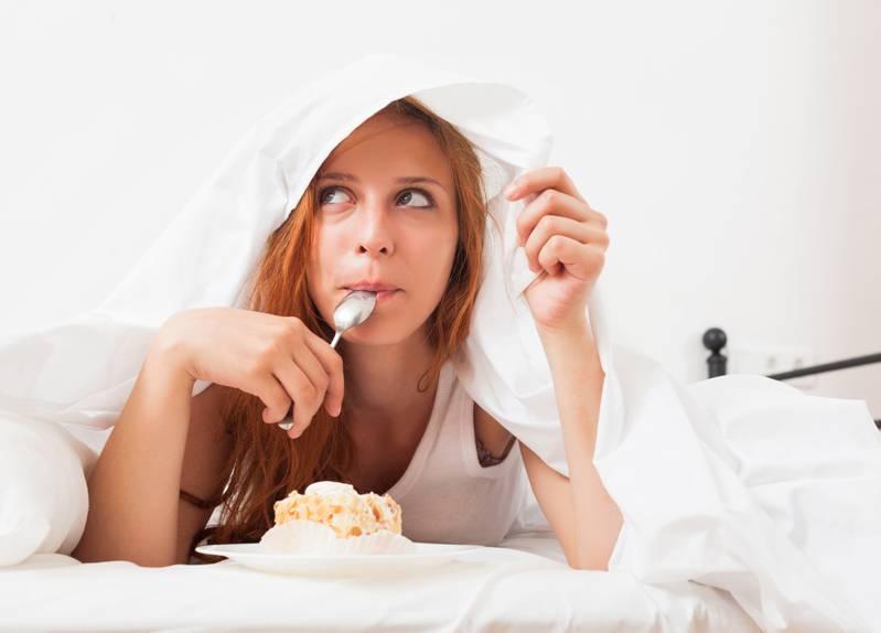 kini-kujdes-nga-sheqeri-mos-e-konsumoni-para-gjumit