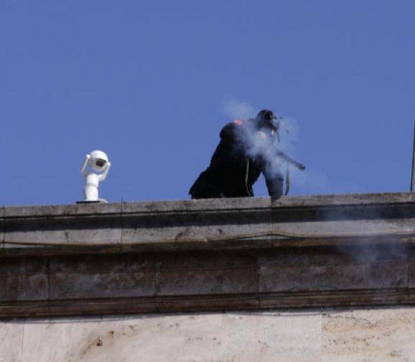 Parlamenti Europian dënon me unanimitet përdorimin e gazit lotsjellës në protestë