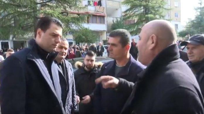 """Qytetari i drejtohet Lulzim Bashës: """"Ose rrëzo Edi Ramën, ose ik dhe vetë!"""""""