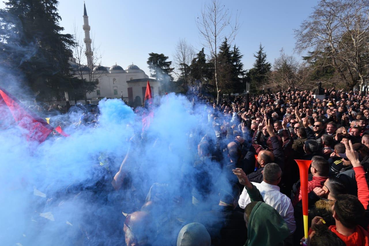 Shqipëria drejt kaosit total. Ndërkombëtarë, ndërhyni!