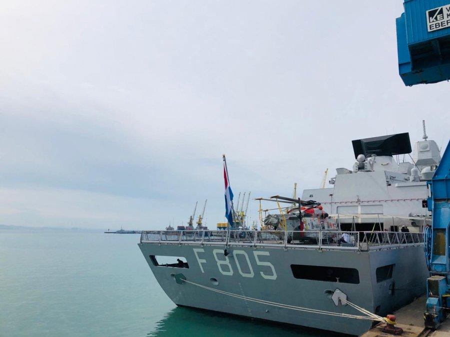 FOTO  Një grup anijesh të NATO s ankorohet në Portin e Durrësit