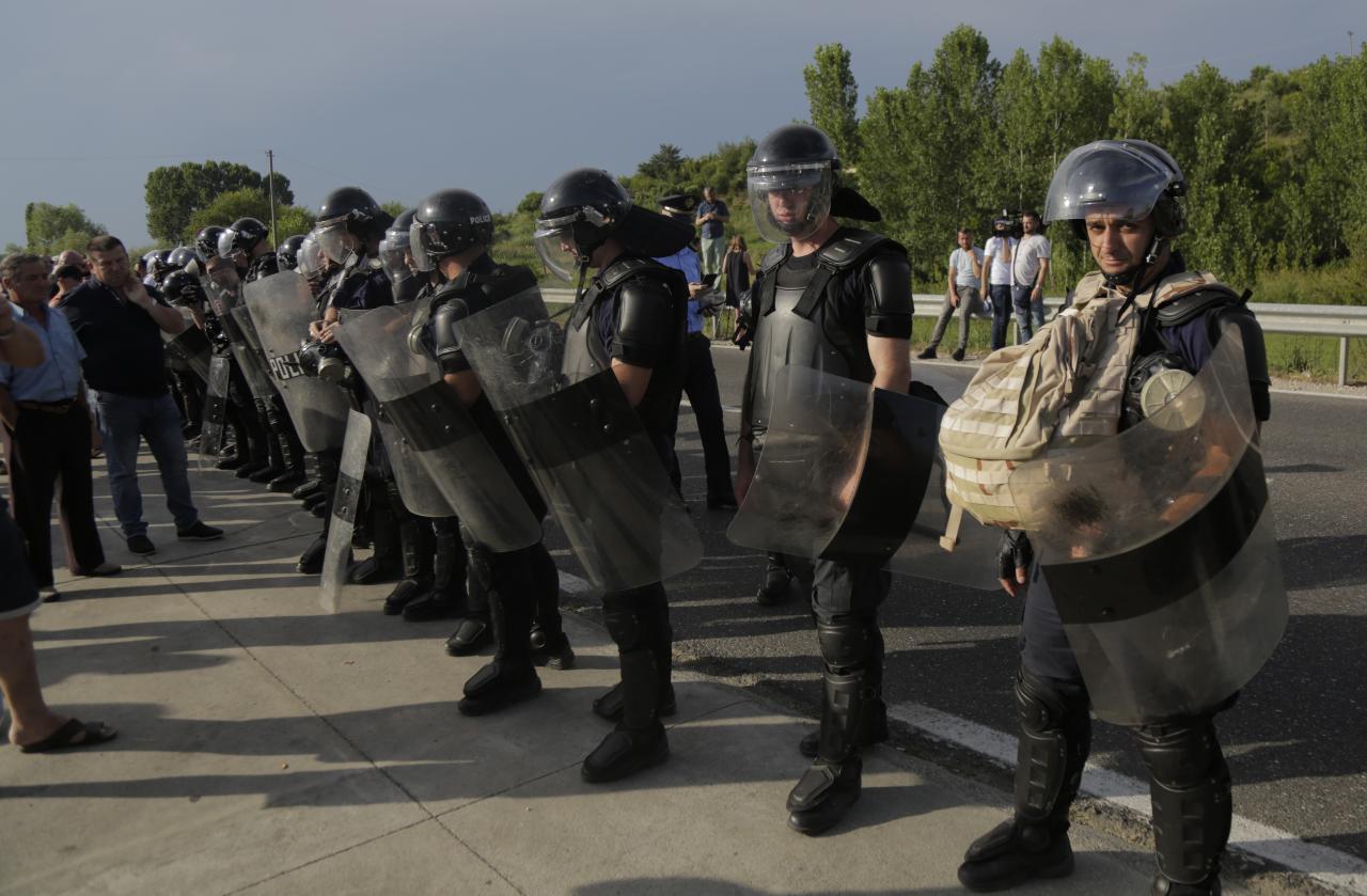 Shtetrrethim në Shkodër, policia terrorizon banorët për mitingun e Ramës