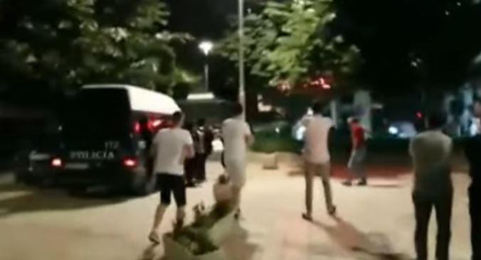 Ja si u dhunua gazetari Enver Doçi nga policia