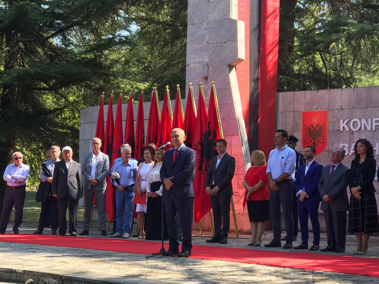 Presidenti në Pezë: Të lemë interesat afatshkurtëra dhe të bashkohemi për Kombin